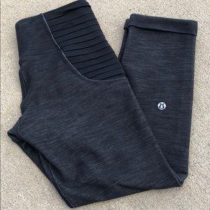 Lululemon ruffle black 2 crops capri pants